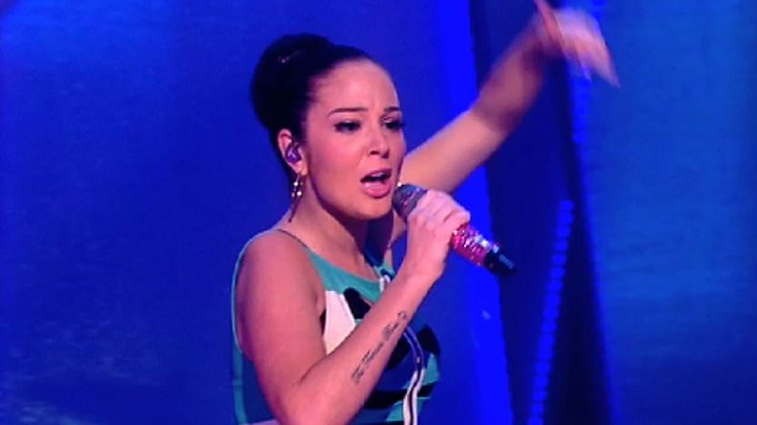 Tulisa performing her hit 'Young' on Friday Download
