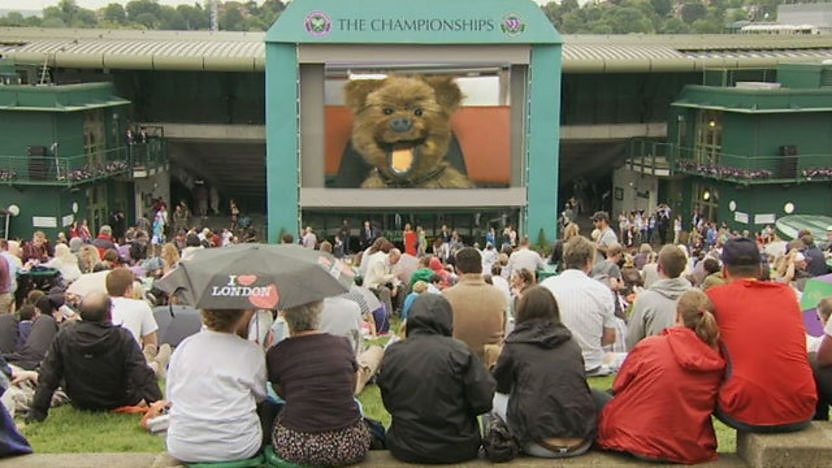 Hacker on Henman Hill.