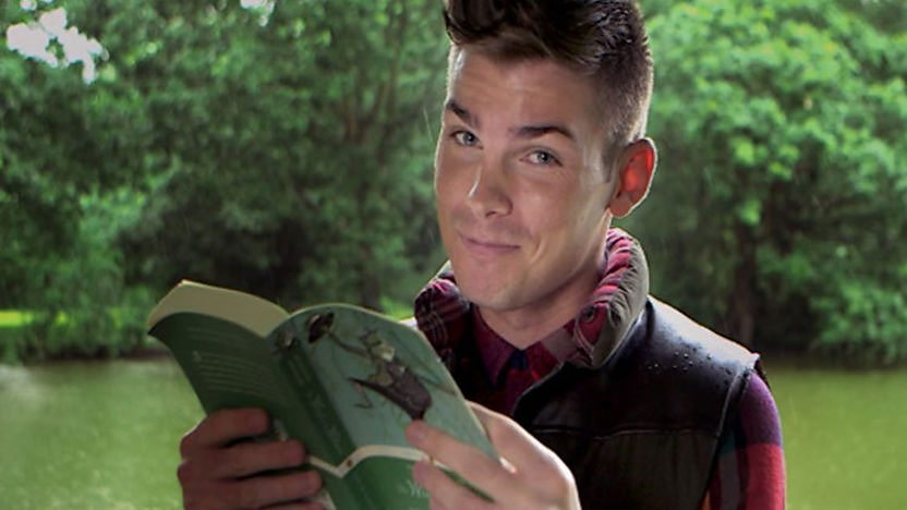 Kieron Richardson reading a book