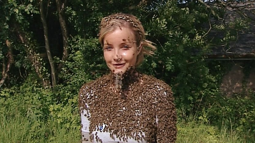 Helen Skelton covered with bees