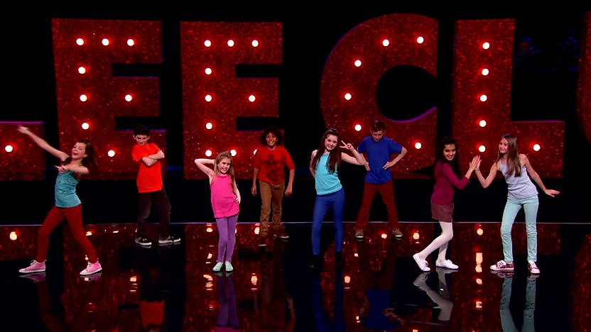 Excellar8 perform on Comic Relief Does Glee Club