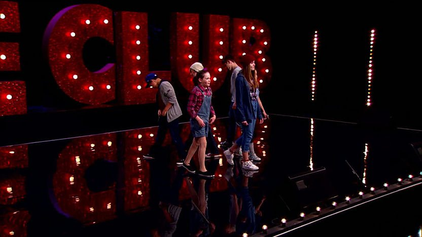 String perform on Comic Relief Does Glee Club