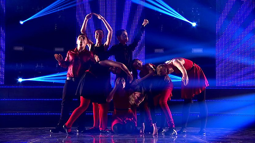 LS8 perform on Comic Relief Does Glee Club