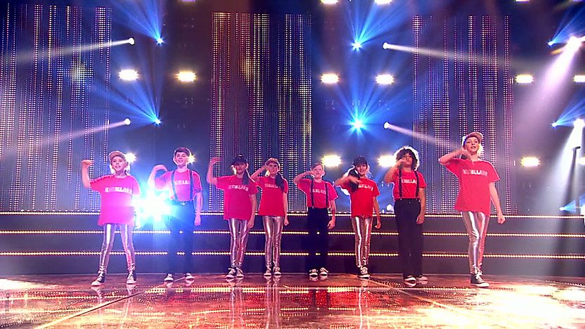 Exceller8 perform on Comic Relief Does Glee Club
