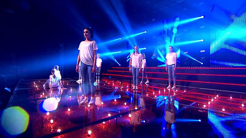 Encore perform on Comic relief Does Glee Club