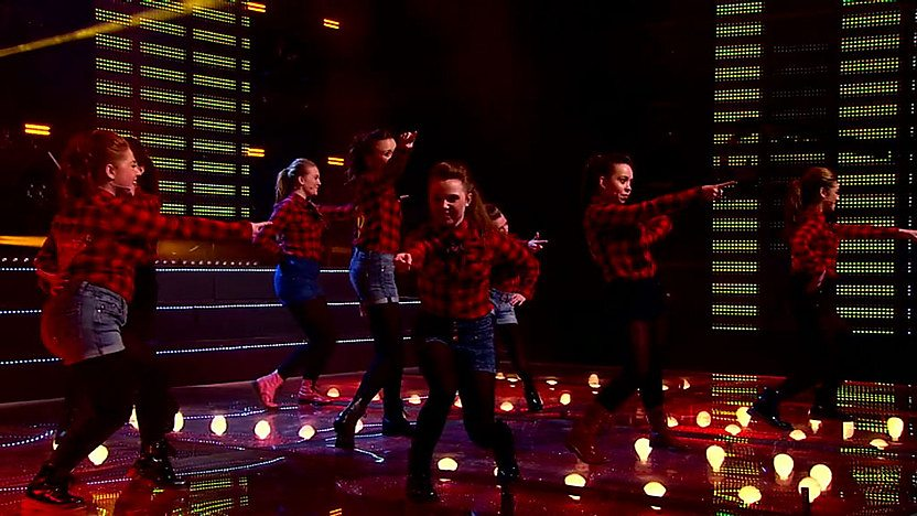 Raveheart in the semi-final of Comic Relief Does Glee Club