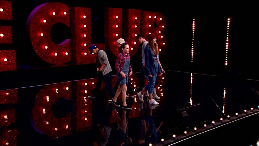 6 String perform on Comic Relief Does Glee Club