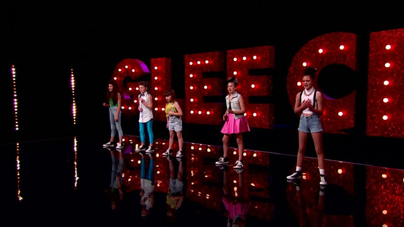 The Peppermints perform on Comic Relief Does Glee Club