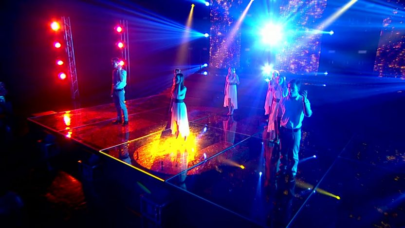 Resonate perform on Comic Relief Does Glee Club