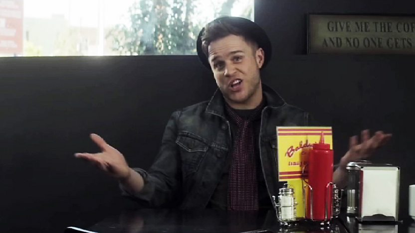 Olly Murs sat in a cafe.