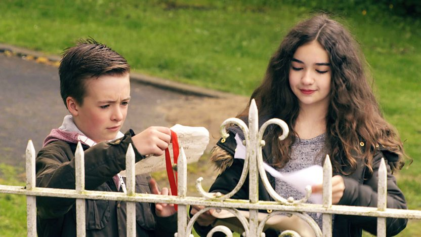 Louis and Sienna looking at a map.