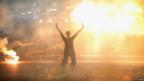 Gas lacrimógeno afecta a una mujer en la calle. Foto: Getty Images