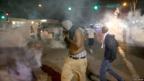 Manifestantes reaccionan mientras la policía arroja gas lacrimógeno. Foto: Getty Images