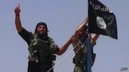 Combatientes de Estado Islámico en una imagen difundida el 11 de junio
