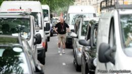 Tráfico en una calla de Londres