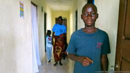 Francis Sakila, adolescente que perdió a sus padres debido al ébola