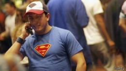 Hombre con camiseta de Superman