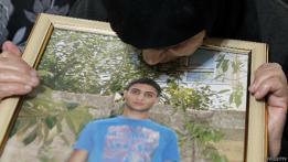 Abuela de Abdelrahman Shaludi con una foto del joven