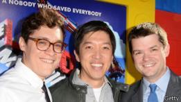 El codirector Phil Lord (izquierda), el productor Dan Lin (centro) y el codirector Chris Miller (derecha)