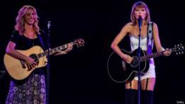 Lisa Kudrow y Taylor Swift