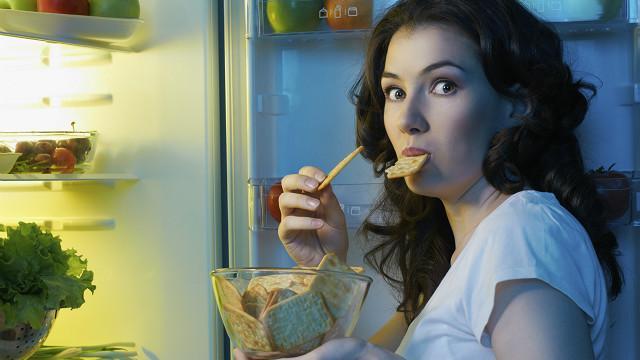 Para sentir menos fome, entenda os mecanismos de saciedade do cérebro