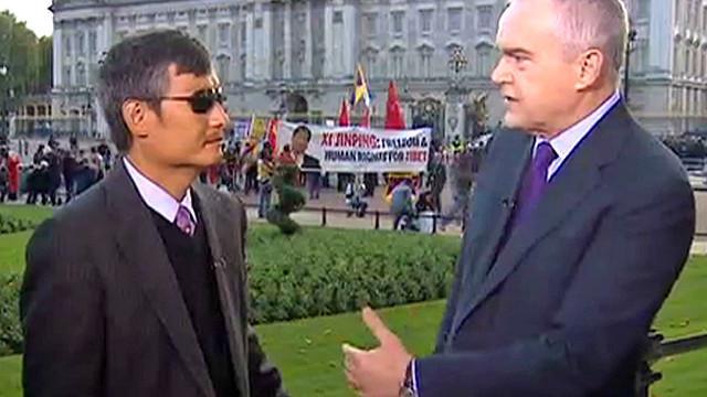 陈光诚于白金汉宫前接受BBC采访