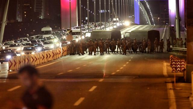 http://ichef.bbci.co.uk/wsimagechef/ic/640x360/amz/worldservice/live/assets/images/2016/07/15/160715204522_istanbul_coup_attempt_640x360_getty_nocredit.jpg