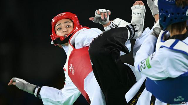 مبارزه سختکوشانه کیمیا علیزاده برابر حریف اسپانیایی در المپیک