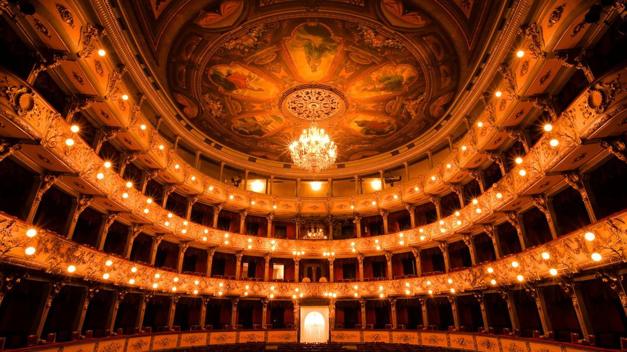 La BBC resalta al Teatro Colón de Colombia como uno de los ocho teatros más asombrosos del mundo