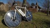 With a wheel-integrated photovoltaic array, this Danish solar engineer's invention is an e-bike that pulls the plug.