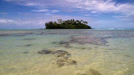 The Cook Islands may not have internet via cables, but people can use satellites. (Getty)