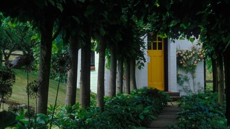 Roald Dahl's writing hut in Buckinghamshire (parkerphotography / Alamy)