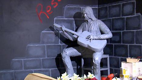 Statue of Kurt Cobain in Aberdeen, Washington
