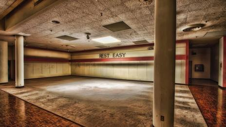 'Rest Easy', Crestwood Mall, Missouri (danwampler.com)