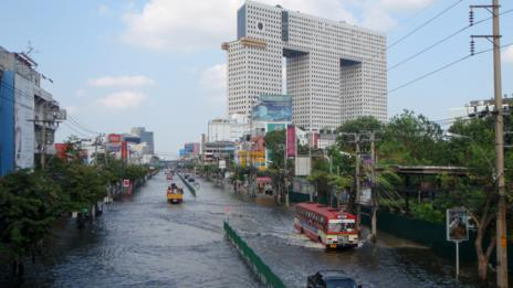 Flooding in the heart of Bangkok closed businesses large and small. (Getty)
