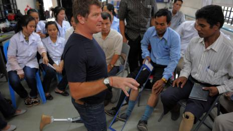 Amputee Stephen Sumner talks about his mirror therapy in Cambodia (Getty Images)