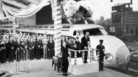 The Tokiado Shinkansen is launched at Tokyo Station in 1964 (Sankei Archive/Getty Images)