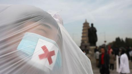 Students raising awareness of air pollution in Xi'an (ChinaFotoPress via Getty Images)