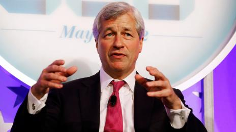 JPMorgan CEO Jamie Dimon wears red when speaking publicly. (Getty Images)