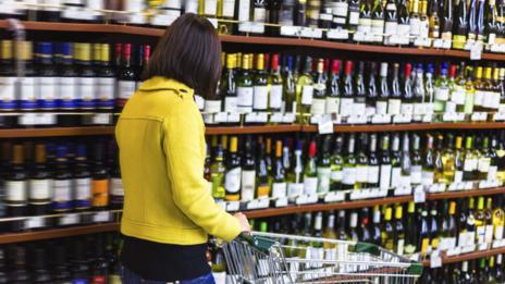Playing French music in a supermarket makes you unwittingly buy French wine (Thinkstock)