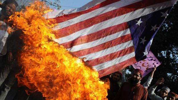 Activists in Pakistan burn a US national flag (Copyright: Getty Images)