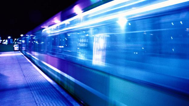 Train passing through a station (Copyright: Thinkstock)