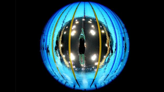 Fisheye lens shot of Shiwen Ye underwater (Copyright: Getty Images)
