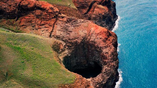 BBC - Travel - Untamed treasures of Kauai's Na Pali Coast