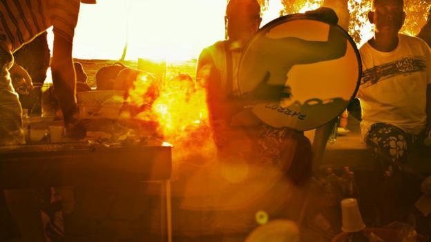 Singing at sunset (Credit: Mark Read)