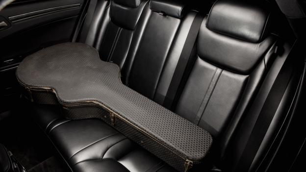 2013 Chrysler 300 C John Varvatos Limited Edition (Credit: Chrysler Group)