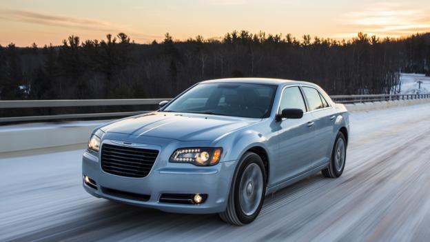 2013 Chrysler 300 Glacier Edition (Credit: Chrysler Group)