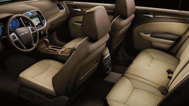 2012 Chrysler 300 Luxury Series (Credit: Chrysler Group)