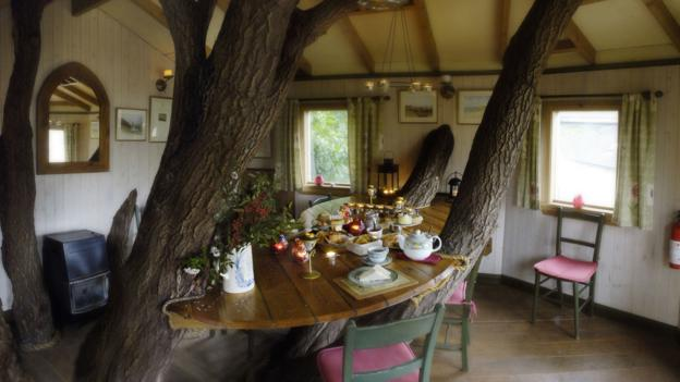 Eat in a treehouse (Credit: Fanny's Farm Shop)