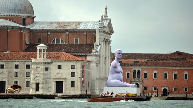 A sculpture titled Alison Lapper Pregnant and the Venice Biennale (Credit: Gabriel Bouys/AFP/Getty)